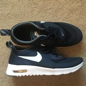 EUC Nike Air Max Thea Navy size 3.5 kids